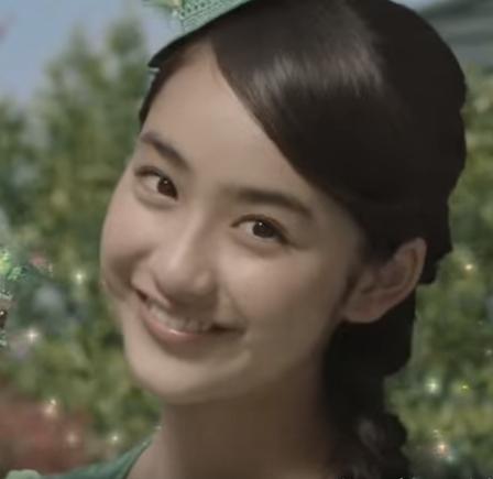 画像はJAバンクのCMですカロリーメイトのCMに出演している、眉毛キリリとした美少女は平愛梨ちゃんの妹さんでした。  愛梨ちゃんが30歳。妹の祐奈ちゃんは16歳。